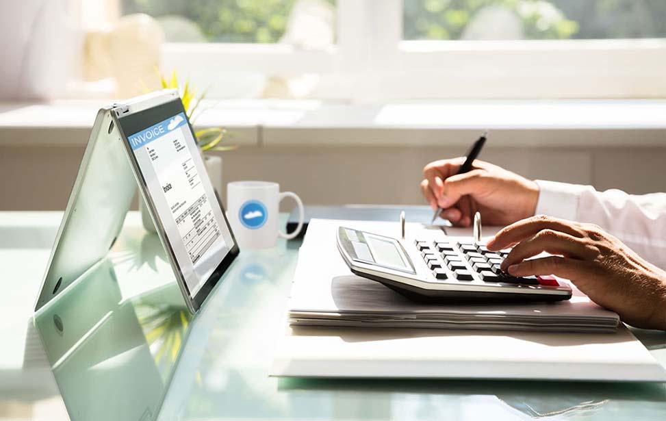 Đối tượng nộp thuế TNCN là những người cư trú có thu nhập chịu thuế trong và ngoài lãnh thổ Việt Nam.